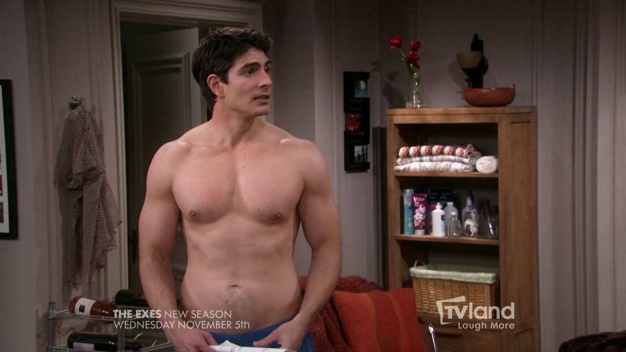 "Brandon Routh shirtless in The Exes 4×01 ""The Devil Wears Hanes"""