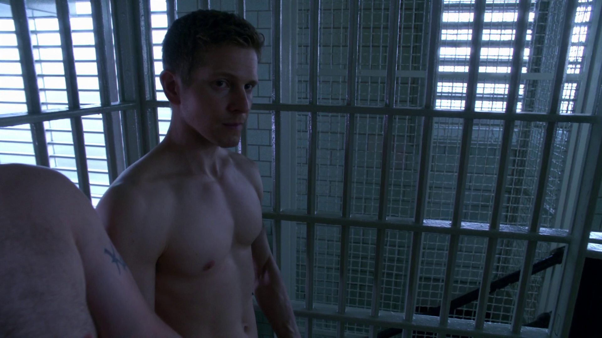 "Matt Czuchry as Cary Agos shirtless in The Good Wife 6×01 ""The Line"""