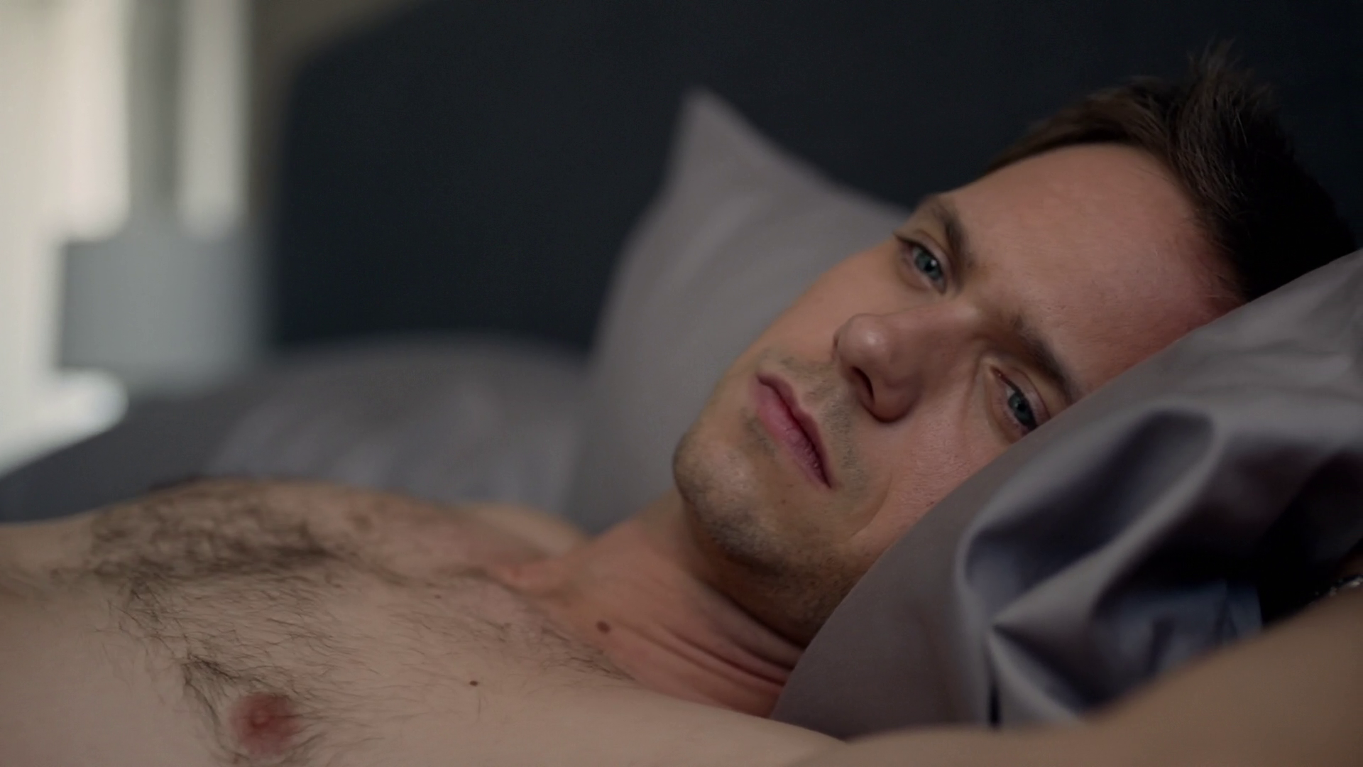 """Patrick J. Adams as Mike Ross shirtless in Suits 4×08 """"Leveraged"""""""