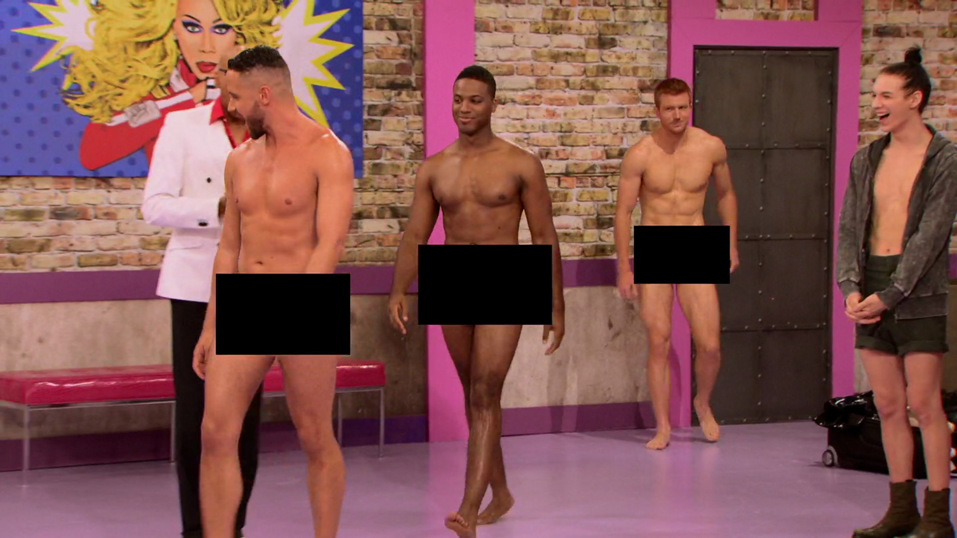 "Bryce Eilenberg, Jason Carter & Miles Davis Moody shirtless/naked in RuPaul's Drag Race in 7×01 ""Born Naked"""
