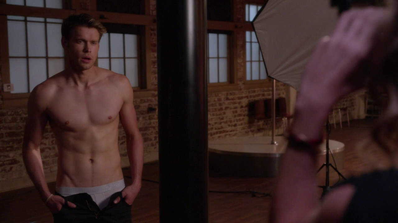 "Chord Overstreet as Sam Evans shirtless in Glen 5×20 ""The Untitled Rachel Berry Project"""