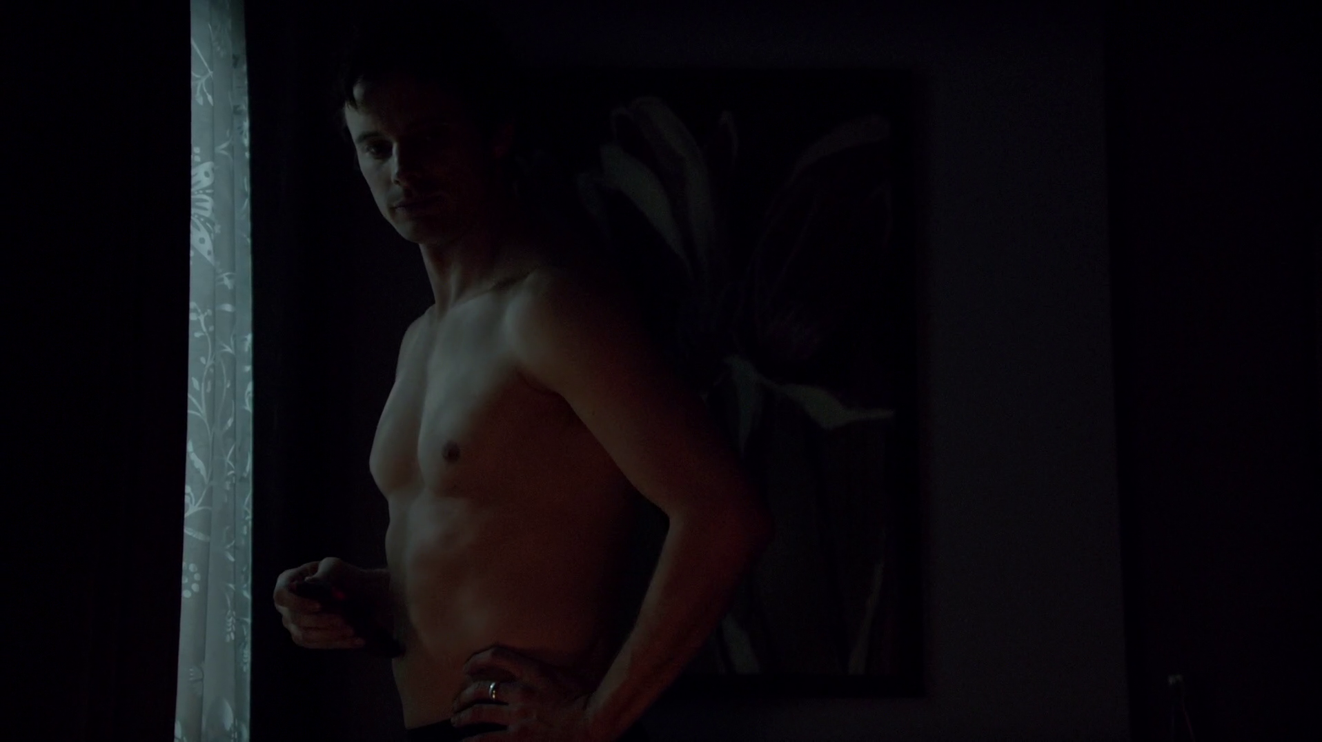 "Bradley James as Lowell Tracy shirtless in iZombie 1×09 ""Patriot Brains"""