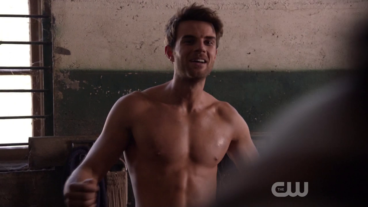 "Nathaniel Buzolic as Jimothy ""Jimmy"" Barnes shirtless in Significant Mother 1×02 ""Mixed Doubles"""