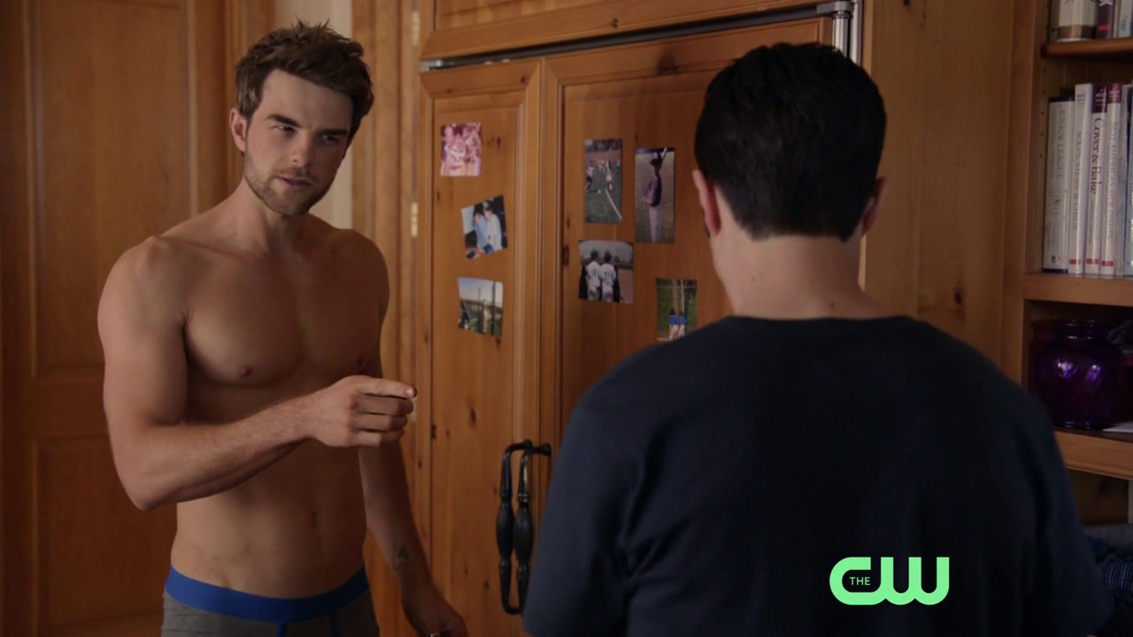 "Nathaniel Buzolic as Jimothy ""Jimmy"" Barnes shirtless in Significant Mother 1×03 ""Who's Your Daddy?"""