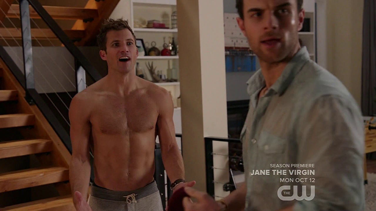 "Justin Deeley as Timmy shirtless in Significant Mother 1×07 ""Under Buddy"""