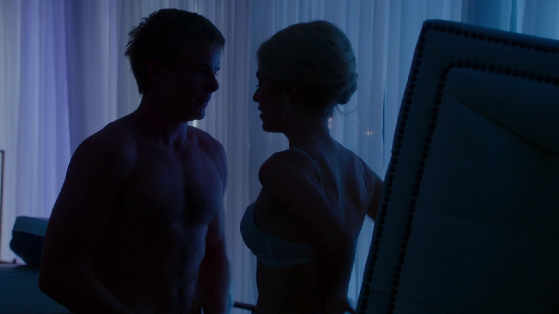 "Graham Rogers as Caleb Haas shirtless in Quantico 1×05 ""Found"""