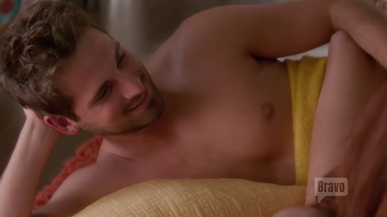 "Jean-Luc Bilodeau as Adam shirtless in Girlfriends' Guide to Divorce 2×03 ""Rule #8: Timing Is Everything"""
