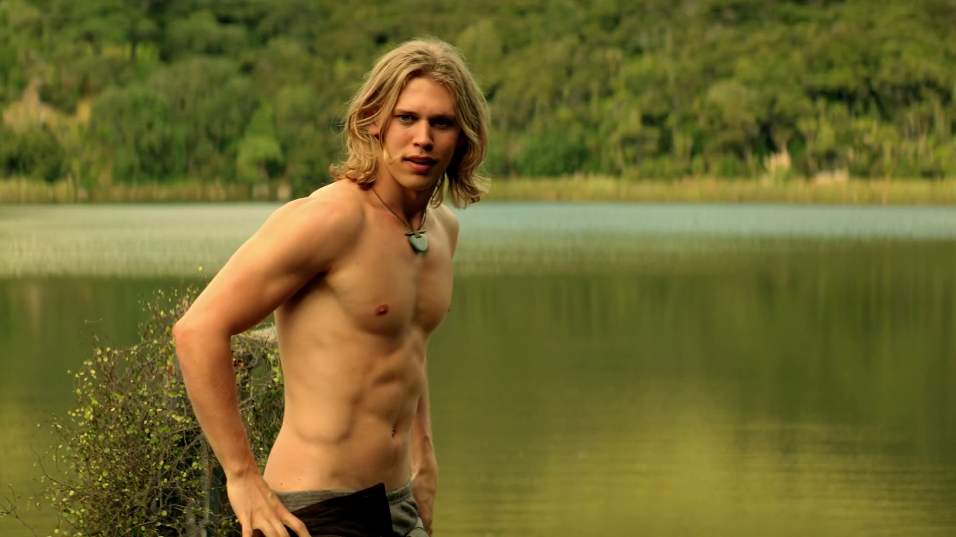 "Austin Butler as Wil Ohmsford shirtless in The Shannara Chronicles 1×02 ""Chosen"""