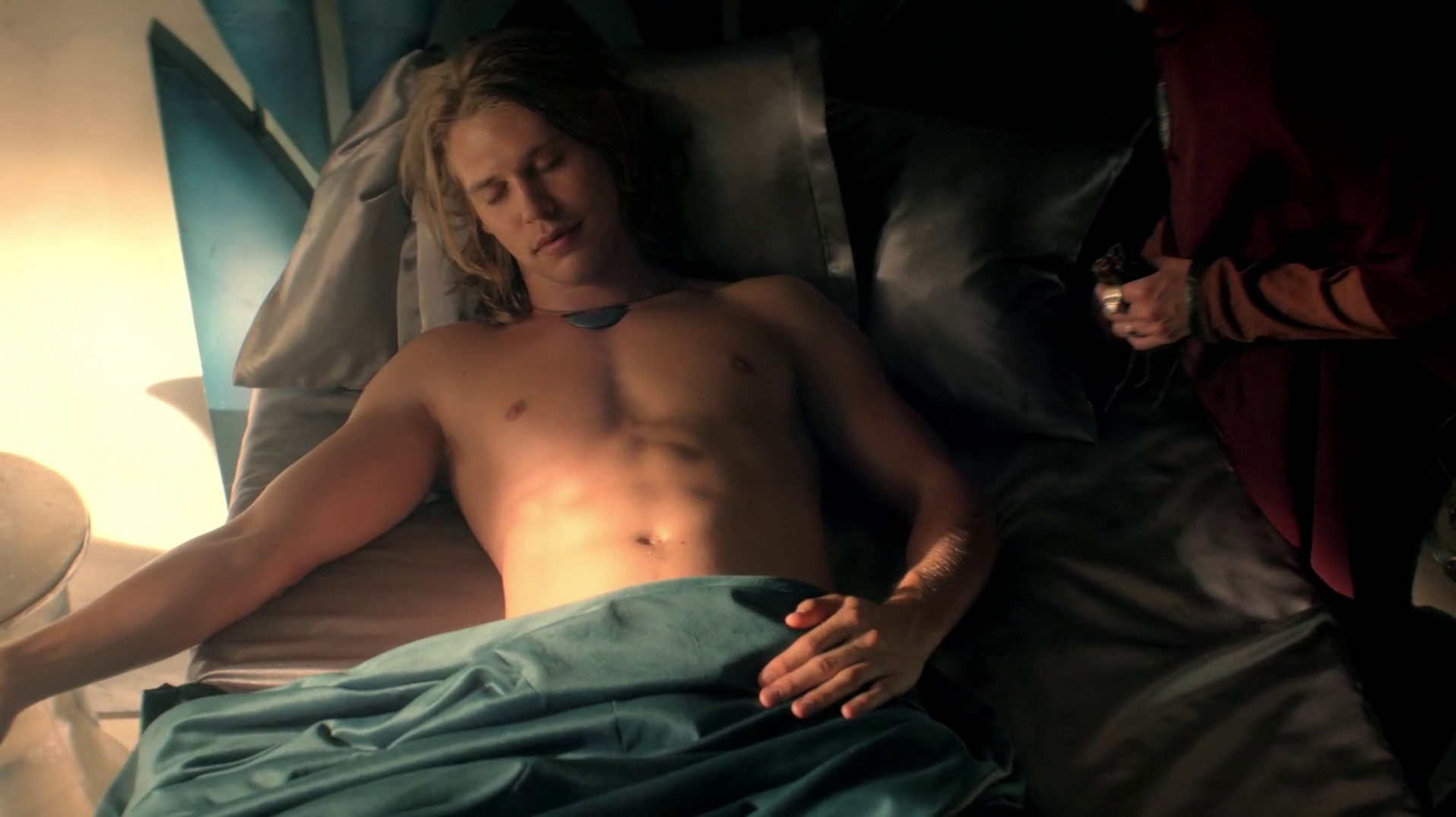 "Austin Butler as Wil Ohmsford shirtless in The Shannara Chronicles 1×04 ""Changeling"""