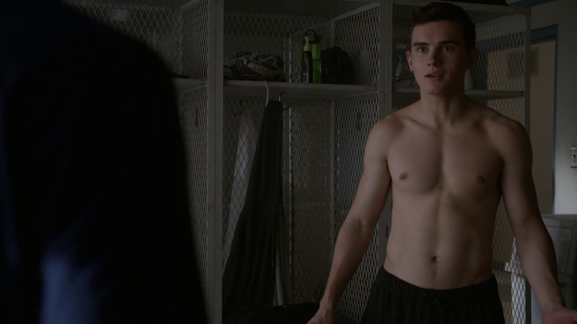 "Michael Johnston as Corey shirtless in Teen Wolf 5×13 ""Codomiance"""