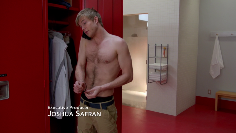 "Graham Rogers as Caleb Haas shirtless in Quantico 1×13 ""Clear"""