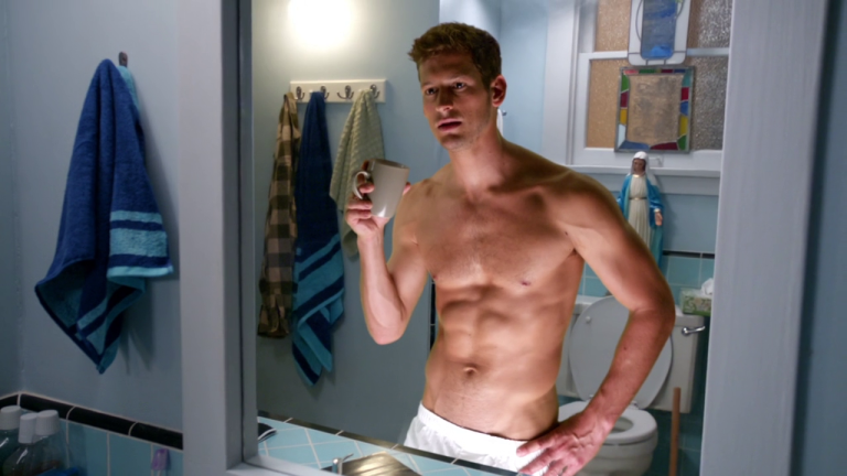 """Max Emerson as Cologne Man shirtless in The Real O'Neals 1×01 """"Pilot"""""""
