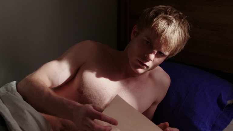 "Graham Rogers as Caleb Haas shirtless in Quantico 1×15 ""Turn"""