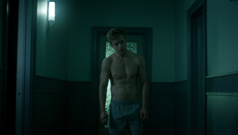 """Jesse Luken as Mike shirtless in The Magicians 1×08 """"The Strangled Heart"""""""