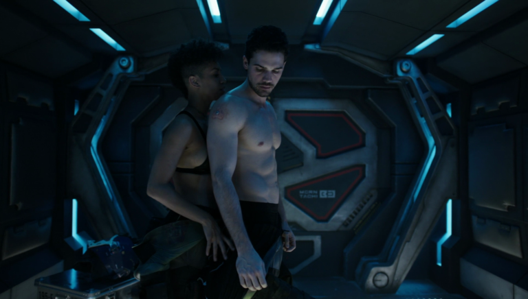 "Steven Strait as James ""Jim"" Holden shirtless in The Expanse 2×01 ""Safe"""