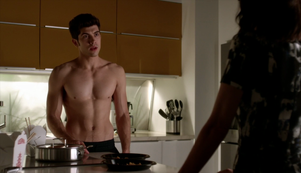 "Carter Jenkins as Rainer Devon shirtless in Famous in Love 1×01 ""Pilot"""
