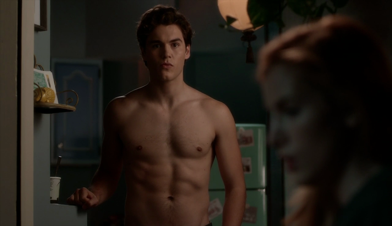 "Charlie DePew as Jake Salt shirtless in Famous in Love 1×01 ""Pilot"""