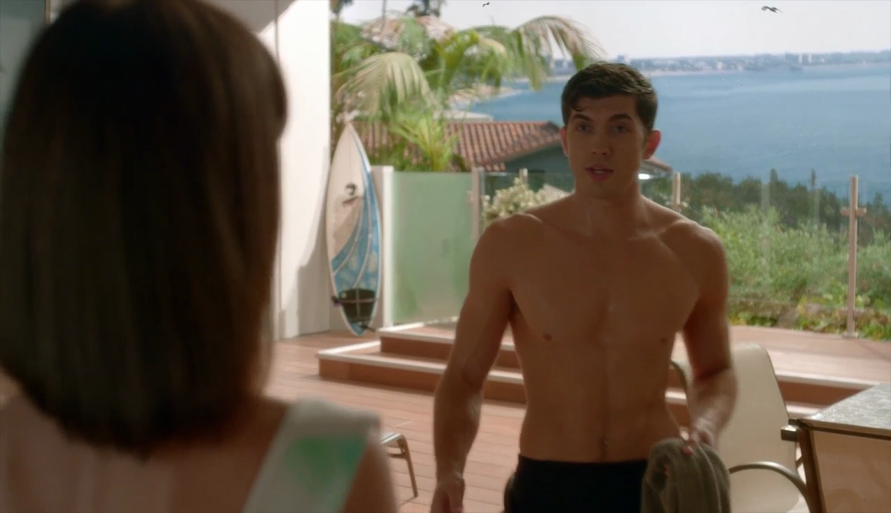 "Carter Jenkins as Rainer Devon shirtless in Famous in Love 1×03 ""Not So Easy A"""