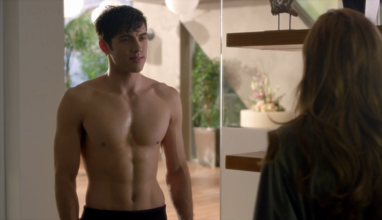 "Carter Jenkins as Rainer Devon shirtless in Famous in Love 1×05 ""Some Like it Not"""