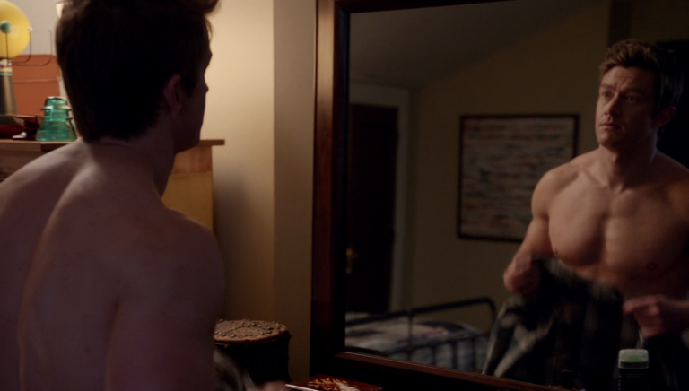 "Robert Buckley as Major Lilywhite shirtless in iZombie 3-09 ""Twenty-Sided, Die"""