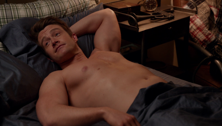 "Robert Buckley as Major Lilywhite shirtless in iZombie 3×11 ""Conspiracy Weary"""