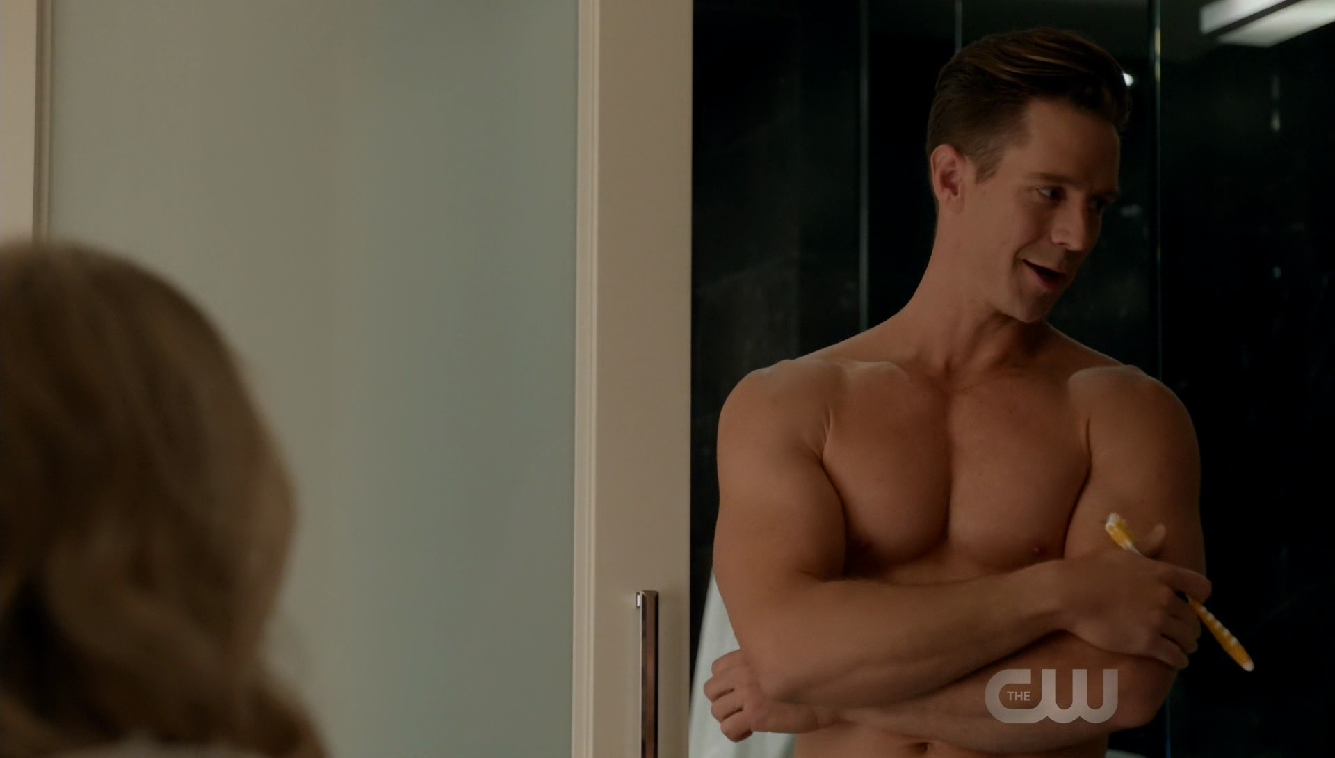 "Jason Dohring as Chase Graves shirtless in iZombie 3×12 ""Looking for Mr. Goodbrain, Part 1"""