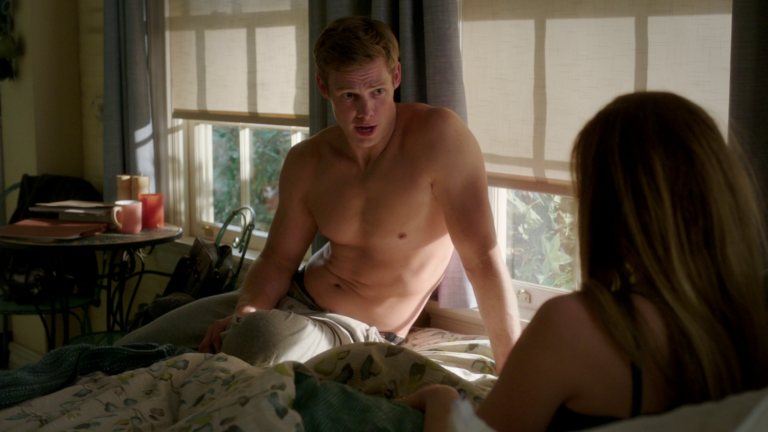 "Brendon Jones as Brandon Decker shirtless in Doubt 1×08 ""Top Dog/Underdog"""