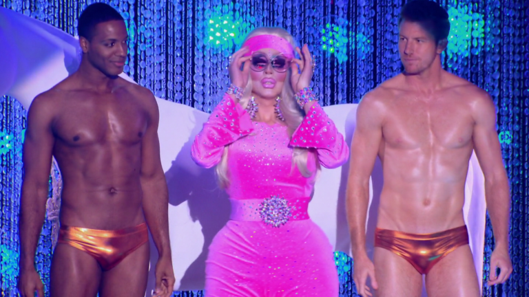 "Bryce Eilenberg & Jason Carter shirtless in RuPaul's Drag Race All Stars 3×05 ""Pop Art Ball"""