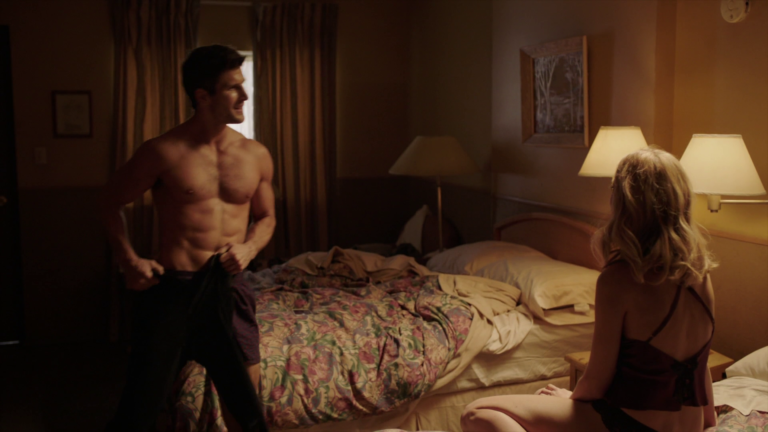 "Parker Young as Richard shirtless in Impostors 1×09 ""Ladies and Gentlemen, The Doctor Is In"""