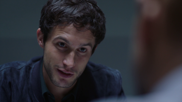 "Rob Heaps as Ezra Bloom in Impostors 1×09 ""Ladies and Gentlemen, The Doctor Is In"""