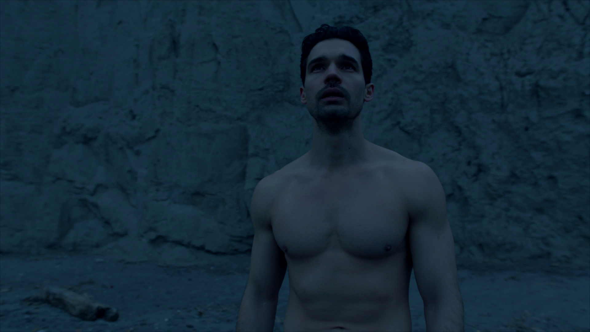 "Steven Strait as James ""Jim"" Holden shirtless in The Expanse 3×13 ""Abaddons Gate"""