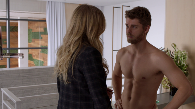 "Luke Mitchell as Roman shirtless in Blindspot 3×19 ""Galaxy of Minds"""