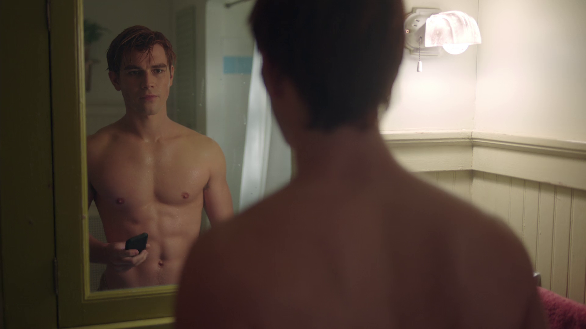 """KJ Apa as Archie Andrews shirtless in Riverdale 2×08 """"Chapter Twenty One: House of the Devil"""""""