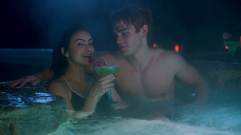 "KJ Apa as Archie Andrews shirtless in Riverdale 2×14 ""Chapter Twenty-Seven: The Hills Have Eyes"""