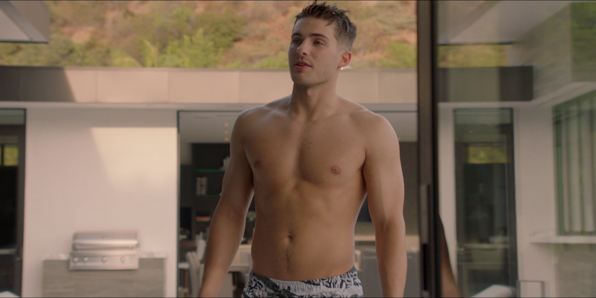 "Cody Christian as Asher shirtless in All American 1×08 ""All We Got"""