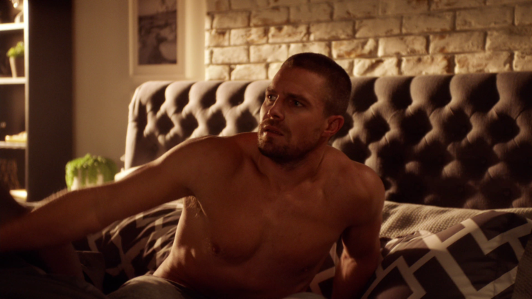 "Stephen Amell as Oliver Queen/Green Arrow shirtless in The Flash 5×09 ""Elseworlds, Part 1"""