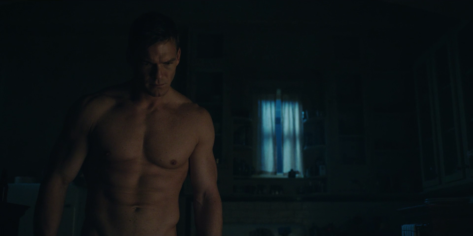 """Alan Ritchson as Hank Hall / Hawk shirtless/naked in Titans 1×09 """"Hank and Dawn"""""""