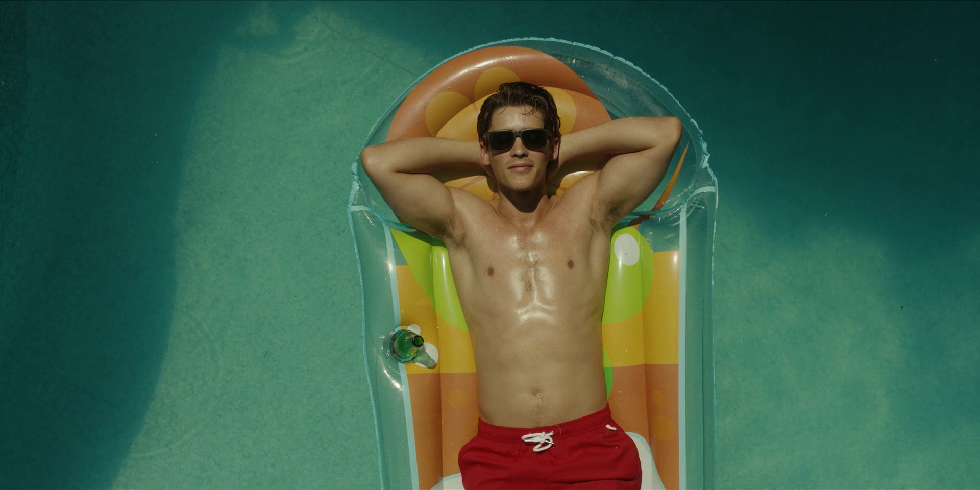 "Brenton Thwaites as Richard ""Dick"" Grayson/Robin shirtless in Titans 1×11 ""Dick Grayson"""