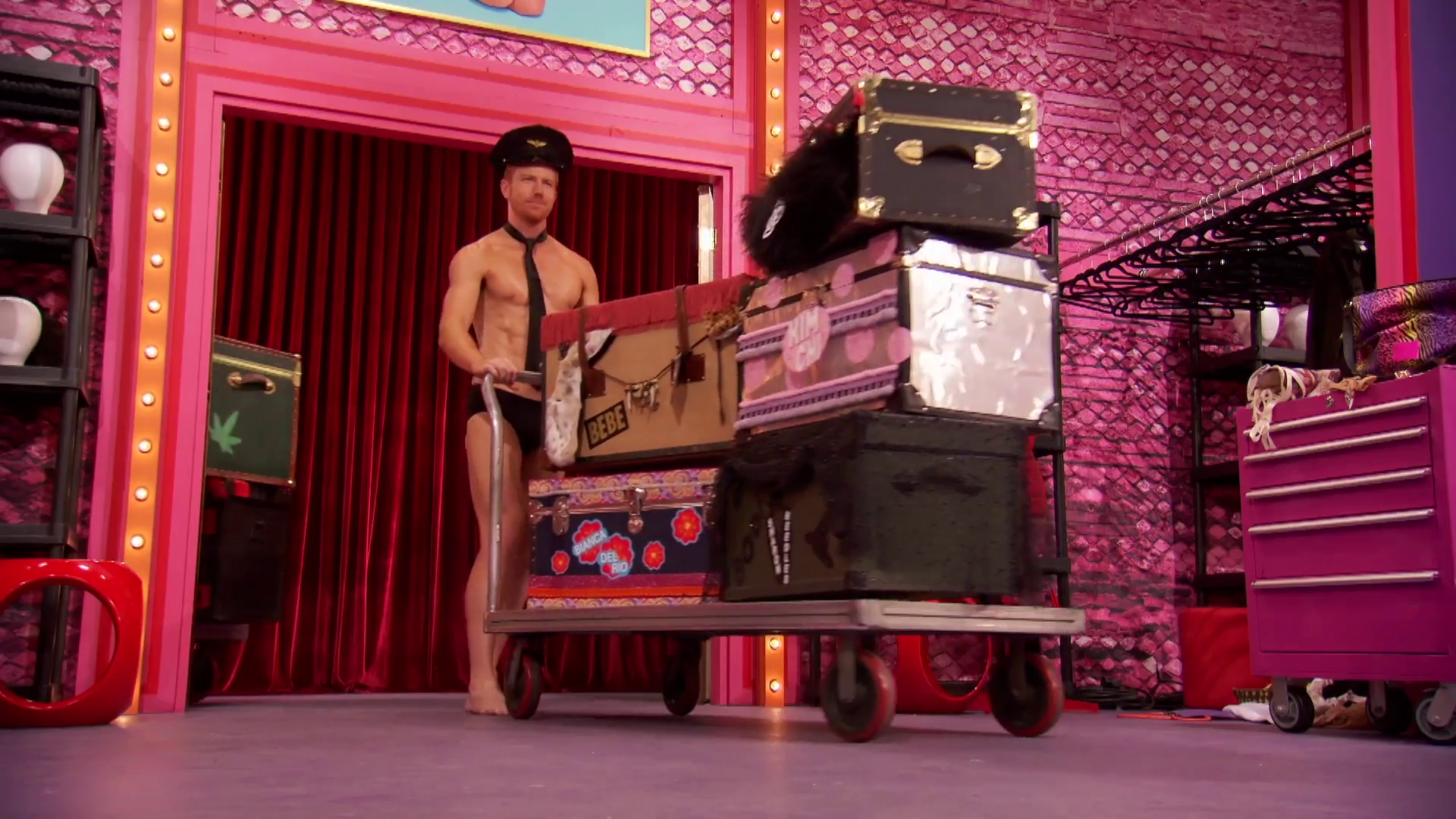 "Bryce Eilenberg and Pit Crew shirtless in RuPauls Drag Race 11×01 ""Whatcha Unpackin"""