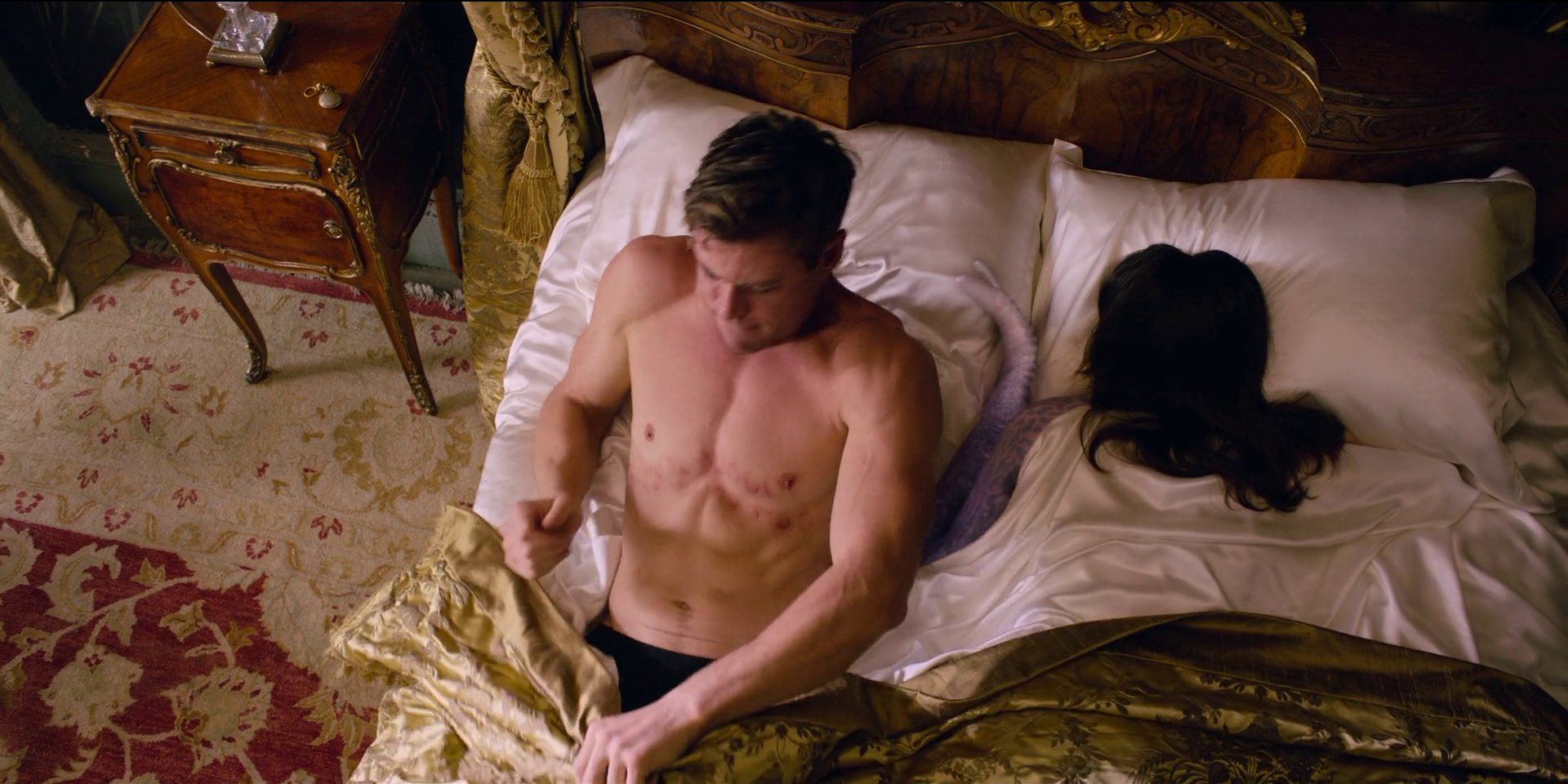 Chris Hemsworth as Henry/Agent H shirtless in Men in Black: International